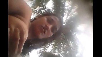 После эротической фотосессии у бассейна аппетитная девушка развела ноги
