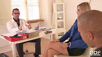 Нервная мамка согласилась потратить времячко на секс с массажистом