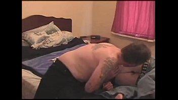 Птушница лижет хуй юноше у него дома по окончании занятий