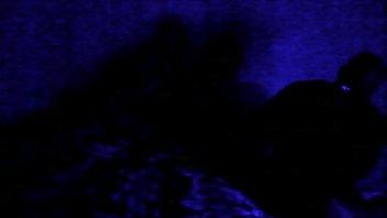 Толстая девчушка показывает анус в полосатых стрингах и светит дойкой