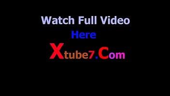 Девушка в колготочках без стеснения демонстрирует вульву и анал