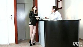 Лесбиянка привезла попутчицу в гости и предложила ей натрахаться