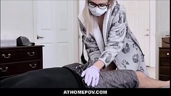 Необычайно упитанная бабуля выполняет грязный отсос члена и чпокается с мужем