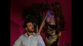 Латиночка расстегнула блузку и показала огромные ореолы сосков