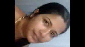 Толстая мама лежит перед ноутбуком и онанирует заросшую лобковыми волосами дырочку пальчиком