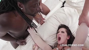 Секс вайф порется с африканцем на виду у супруга